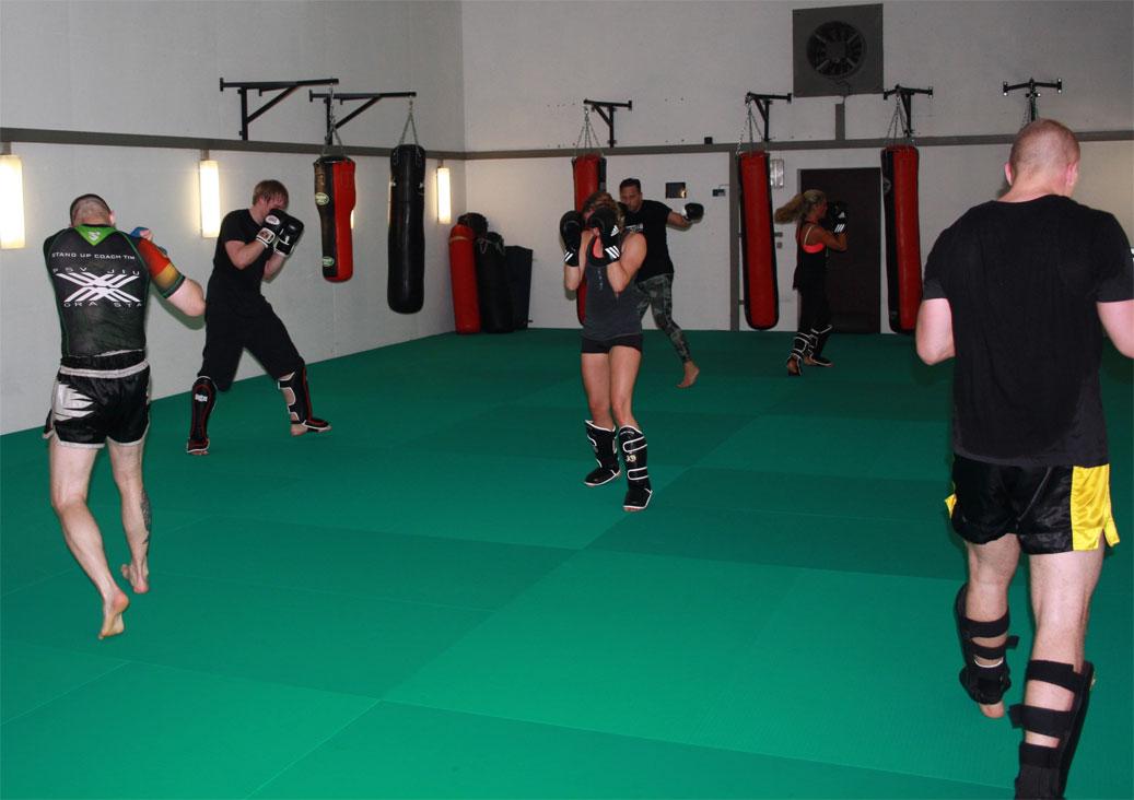 kickbox training schattenboxen kampfsport schule. Black Bedroom Furniture Sets. Home Design Ideas